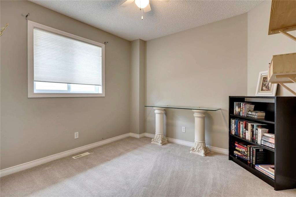 Picture of 219 CRESTHAVEN PL SW