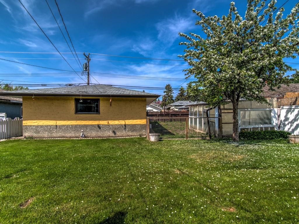 Picture of 2221 42 ST SE
