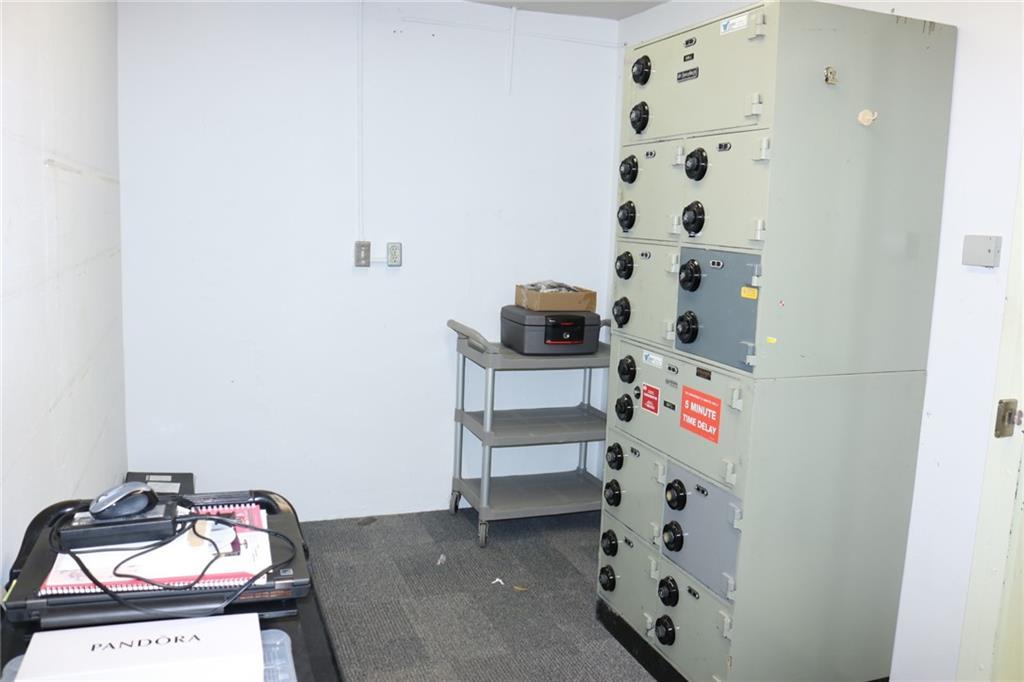 Picture of 5018 50 AV