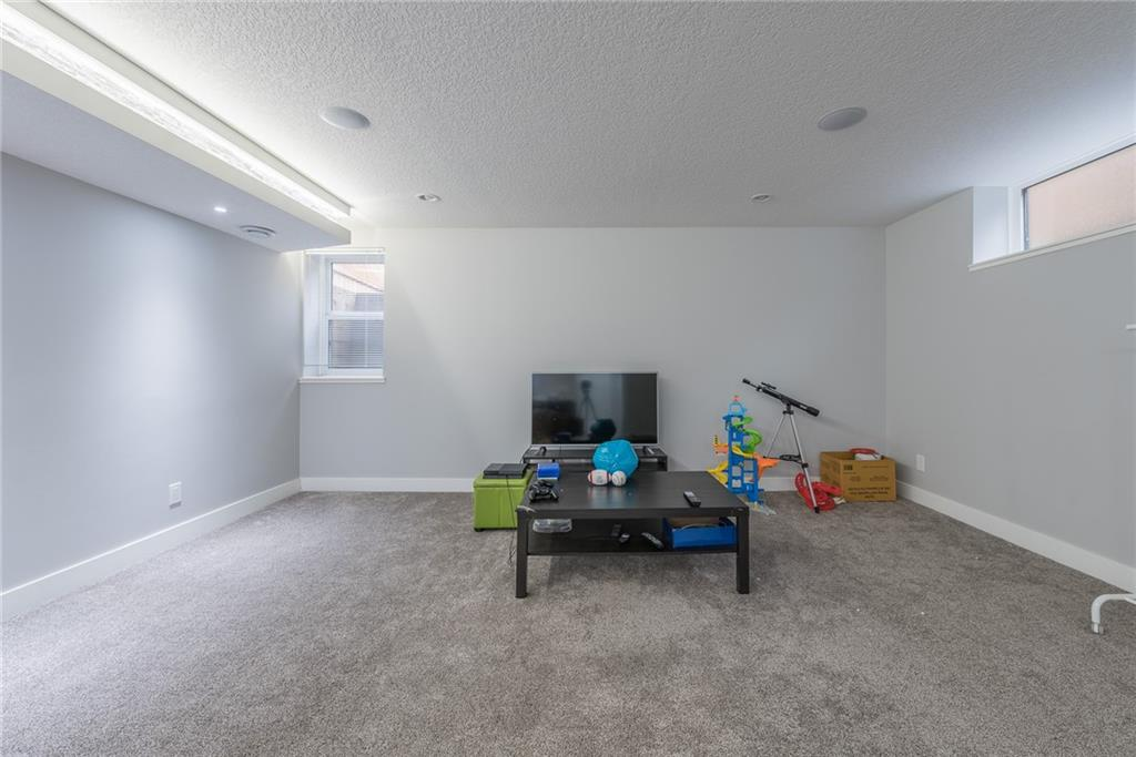 Picture of 2229 Victoria CR NW