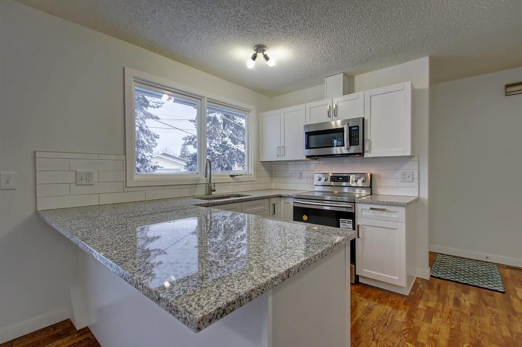 Picture of 235 PENBROOKE CL SE