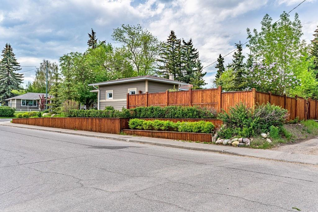 Picture of 2236 38 ST SW