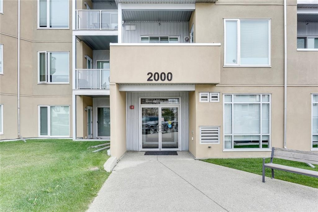 Picture of #2220 604 EAST LAKE BV NE