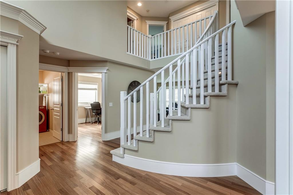 Picture of 54 SIMCOE CR SW